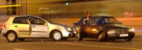 Ein Wegeunfall mit Auto beteiligt